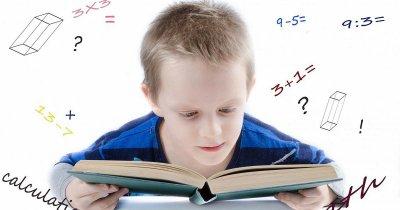 Ragazzino che si chiede perché la matematica è difficile