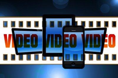 Mio figlio sta sempre al cellulare: film, video, smartphone, tablet, internet
