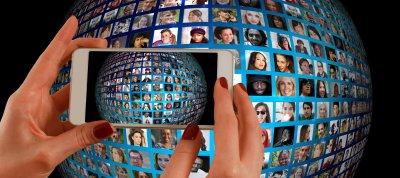 Relazioni sociali- Mio figlio sta sempre sui Social network, su Facebook, su WhatsApp, su Instagram, su Telegram